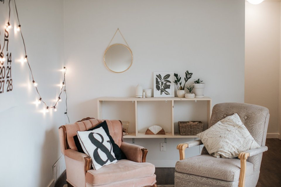 Creating More Space in a Small Living Area | Tips to Open up your Small Space // Photo By Julie Christine Photography