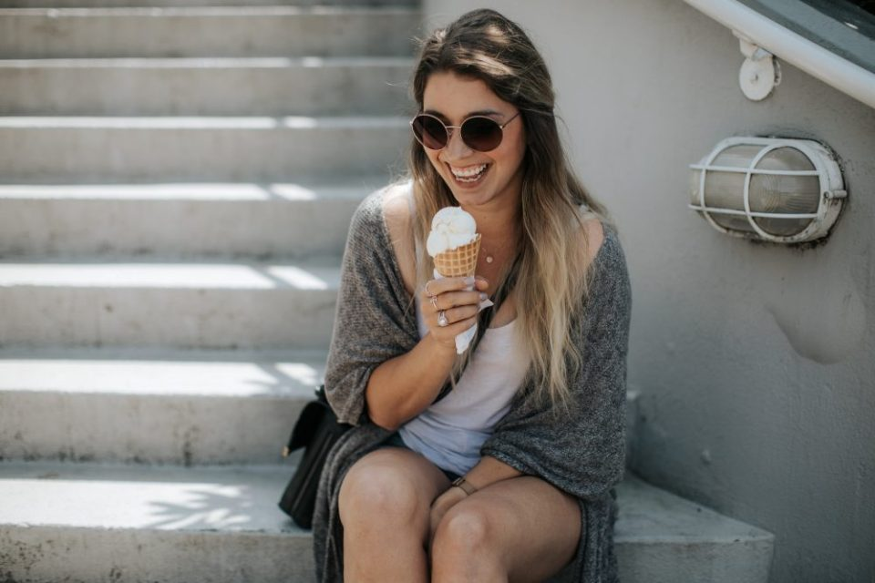 Summer Bucket List and Summer Bag Checklist including Women's sunglasses