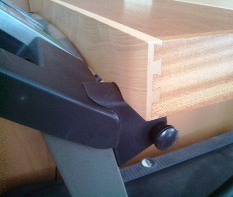 treadmill-desk-maple-sapele (3)