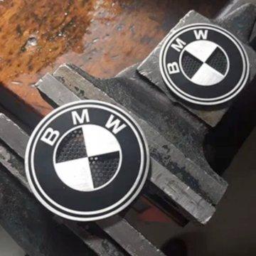 Badges BMW aluminium avec grille pour réservoir 70mm