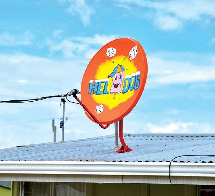 ogilvy-mather-claro-signs-of-progress-dish-antennas-costa-rica-designboom-10000