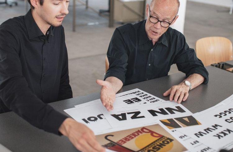 Erik Spiekermann y los estudiantes bauhaus tipografia