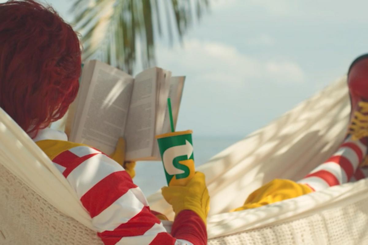 Ronald McDonald se rinde a Subway
