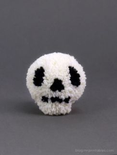 amazing pompom skull from blog.mrprintables.com