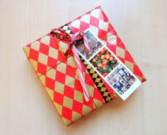 photo gift tag on red and gold present