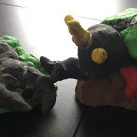紙粘土で製作〜戦闘カブトムシとクワガタムシ