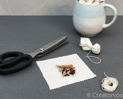 http://creatorvox.com/wp-content/uploads/2018/12/easy-handmade-gifts-mulling-spices.jpg