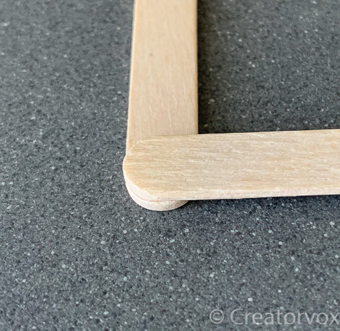 align the ends of the craft sticks to make a square frame