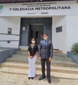 Na foto o advogado do CRECI-SE Edson Campos e a agente de fiscalização Steffani Bizerra.