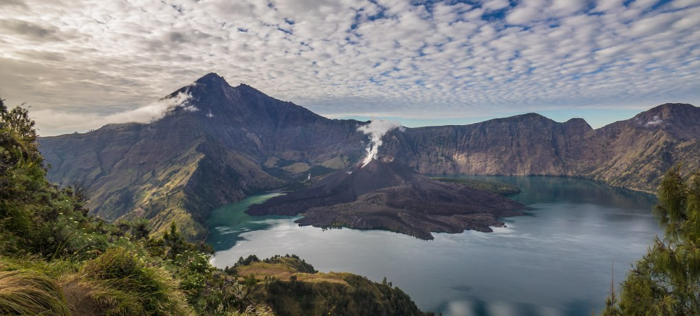 Indonesia Day 3-4:  A wonder of the world?  Ascending Gunung (Mt.) Rinjani