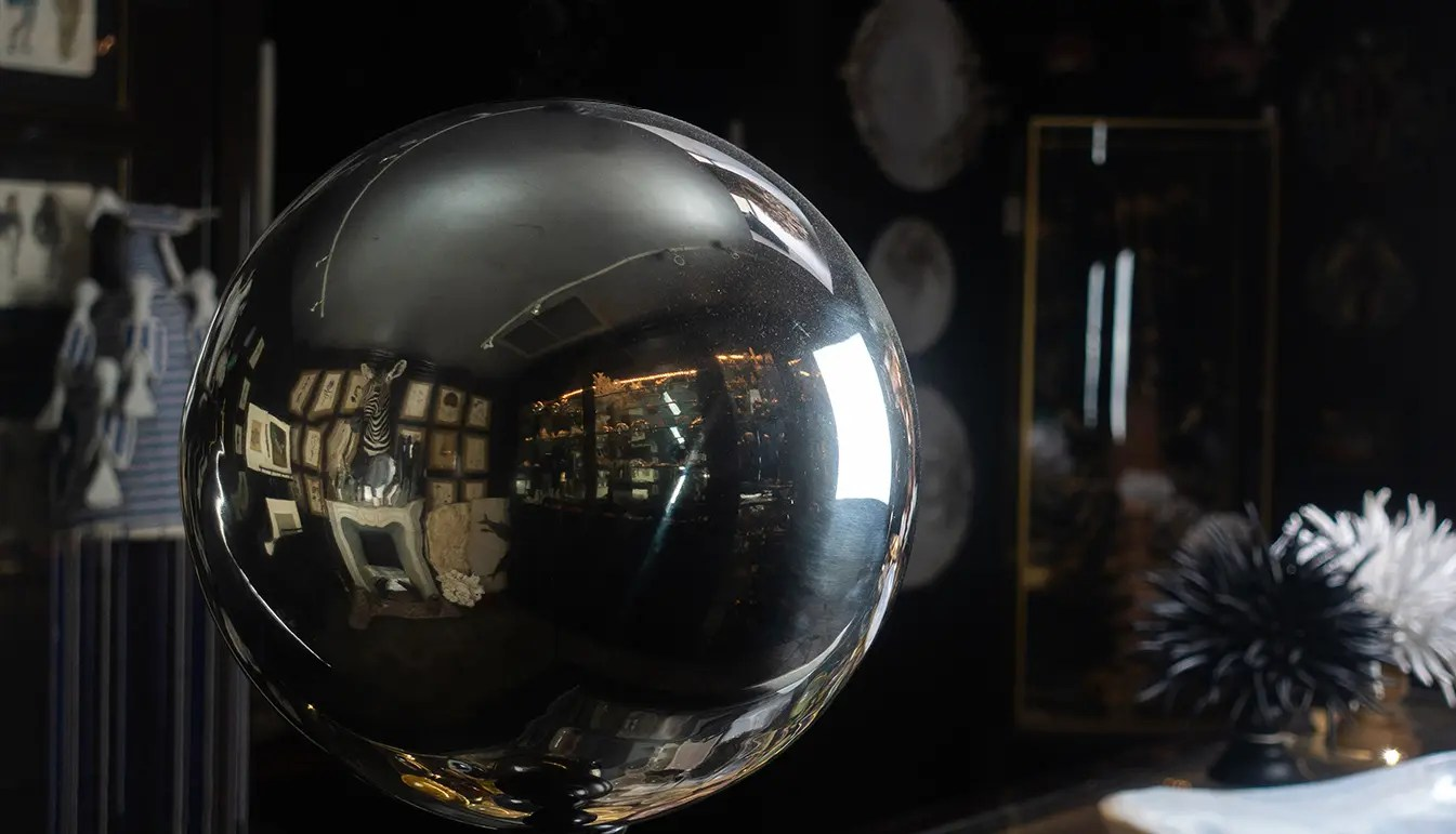 Butler's Ball with Finial