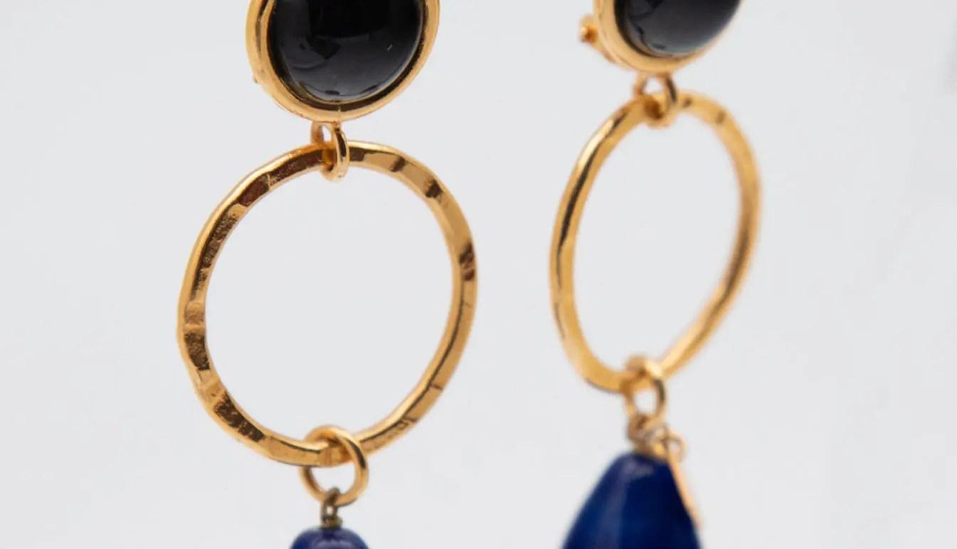 gold-ring-detail-earring