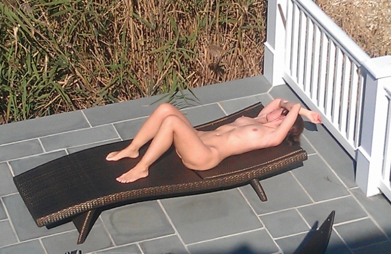 Sex Gallery neighbor saw my wife naked