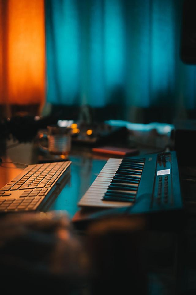 Les claviers d'un home studio