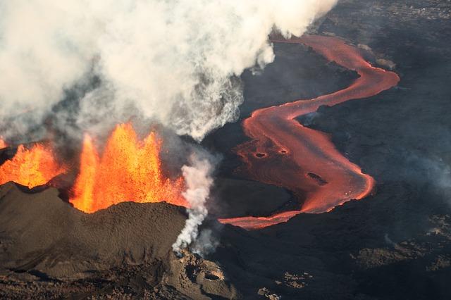 un volcan islandais en éruption