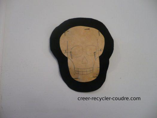 patron épinglé sur de la feutrine, avec 1 cm de marge de couture tout autour