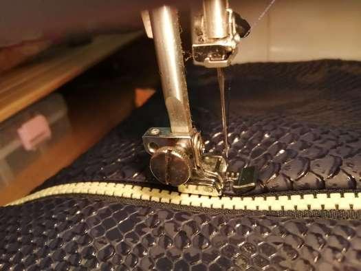 Coudre la fermeture éclair proche du bord_couture trousse facile