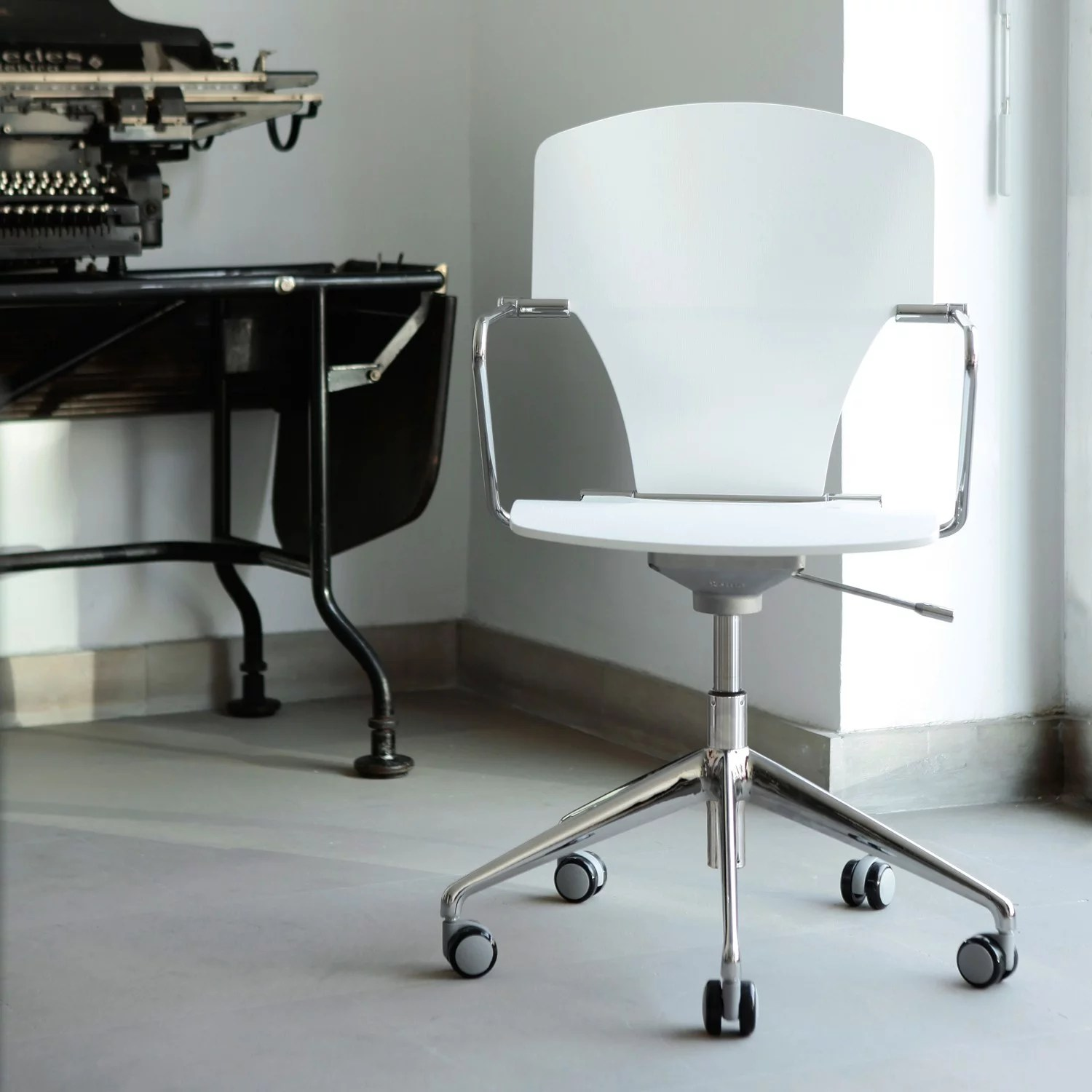 Moving Chair Egoa Chair With Castors Designer Swivel Chairs From Stua