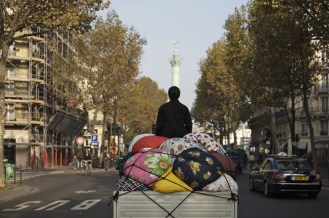 KIMSOOJA / 2007. Bottari truck – Migrateurs. Vidéo 16/9 HD, couleur, muet, 9'20''. Collection MAC VAL - Musée d'art contemporain du Val-de-Marne. Photo © Jacques Faujour.