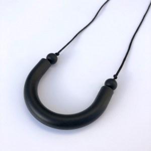 Black U shaped teething pendant