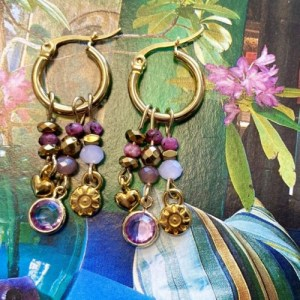 Earrings gold with purple swarovski and gold charms