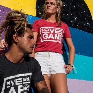 Women's fitted vegan tee – Recycled polyester – Love Gang – Red