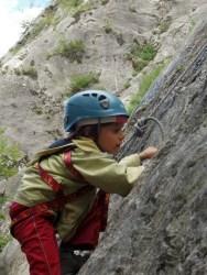 Sorties été escalade Initiation Hautes Alpes : activités à la demi-journée ou la journée, pour les enfants avec un BE