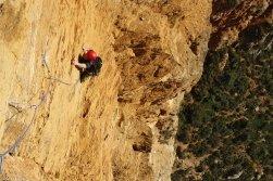 Moniteur escalade à Cassis, moniteur grande voie Calanques