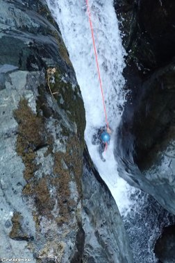 Canyon sportif, canyoning sportif, guide de canyon embrun, moniteur canyoning