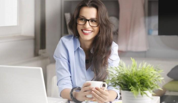 mulher-trabalhando-em-casa1-1000x580-600x348