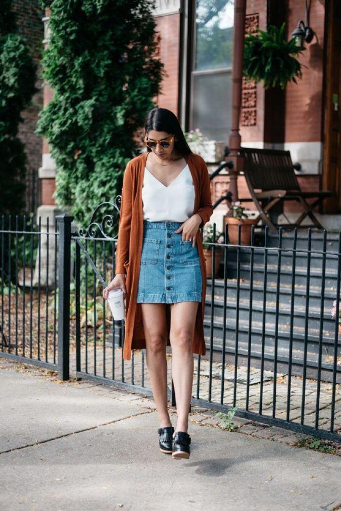Saia jeans com botão frontal look estiloso