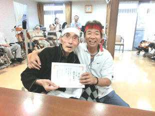 安井直院長と患者さん