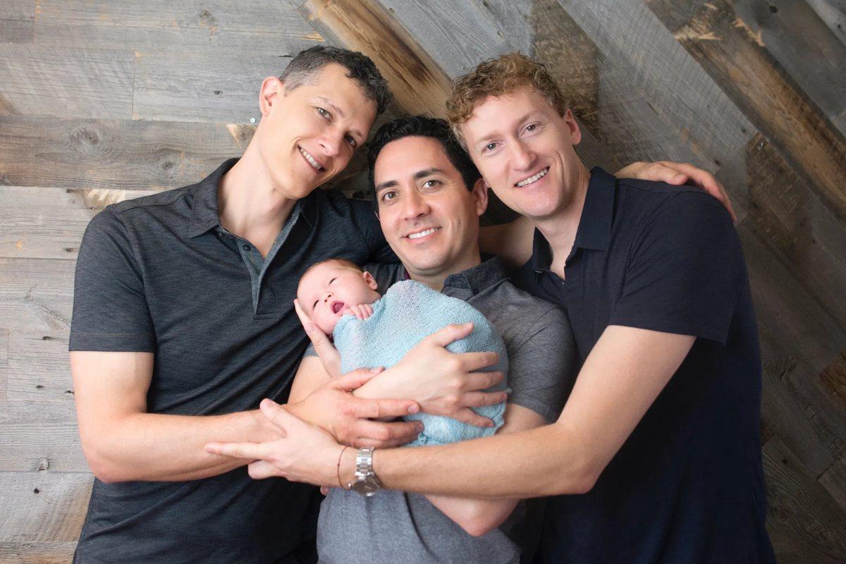 """Adrian Papahagi despre cei trei homosexuali care au devenit părinții aceluiași copil: """"Nu poți opri progresul după ce ai deschis cutia Pandorei"""""""