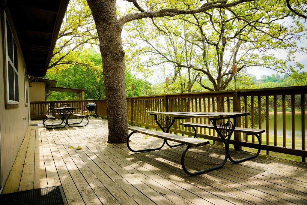 cabin 6 deck crest lodge resort Table Rock Lake