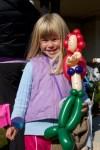 Trixtan makes a little mermaid balloon sculpture
