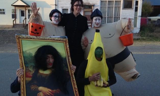 Trunk or Treat is happening again!In spooky Crestone on Halloween