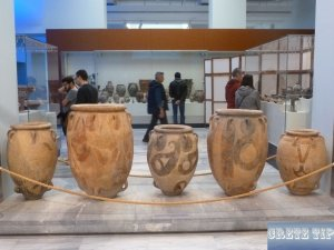 Vases from the new palaces.