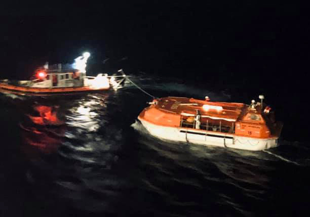 carnival paradise rescues sailors from