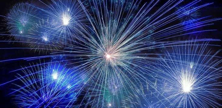 neue Gesetze. Jahreswechsel mit Feuerwerk