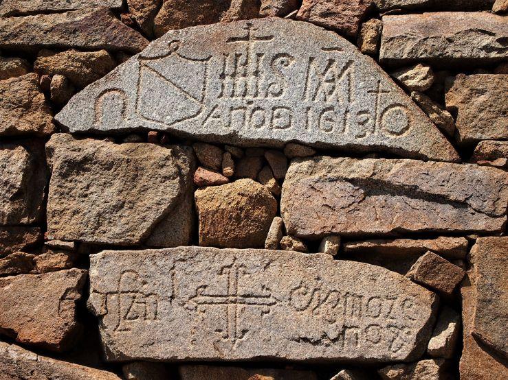 Piedras con grabados antiguos en Navacepeda de Tormes
