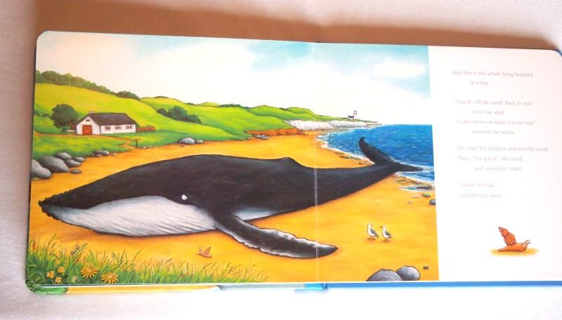 Ballena varada en una playa. Ilustracion del libro The snal and the whale