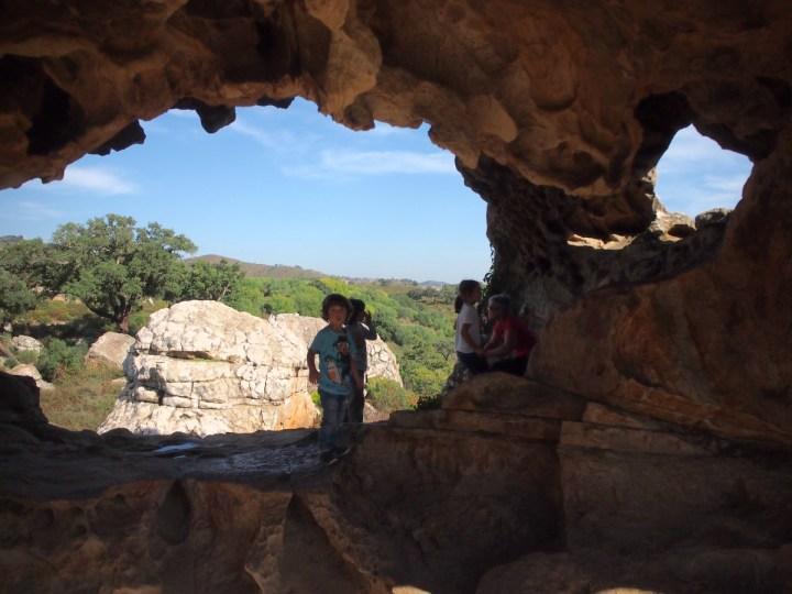 Sala/cueva en lo alto de la Montera del Torero con vistas al valle
