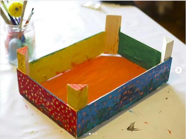 Caja de fresas decorada para alamcenar cosas