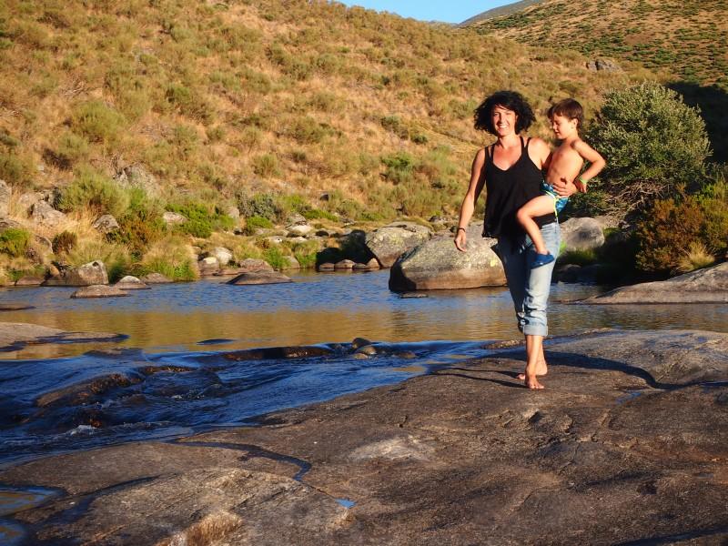 Nico yo en el río en las gargantas de Gredos