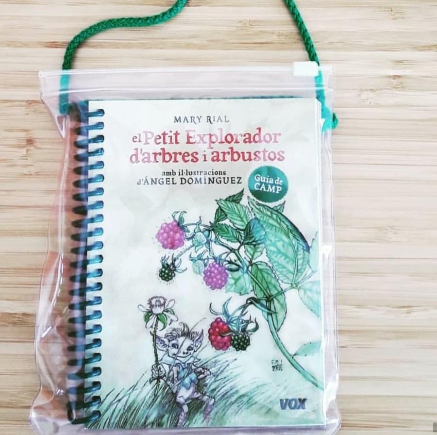 """Portada de la guía de campo para niños """"El pequeño explorador de árboles"""""""