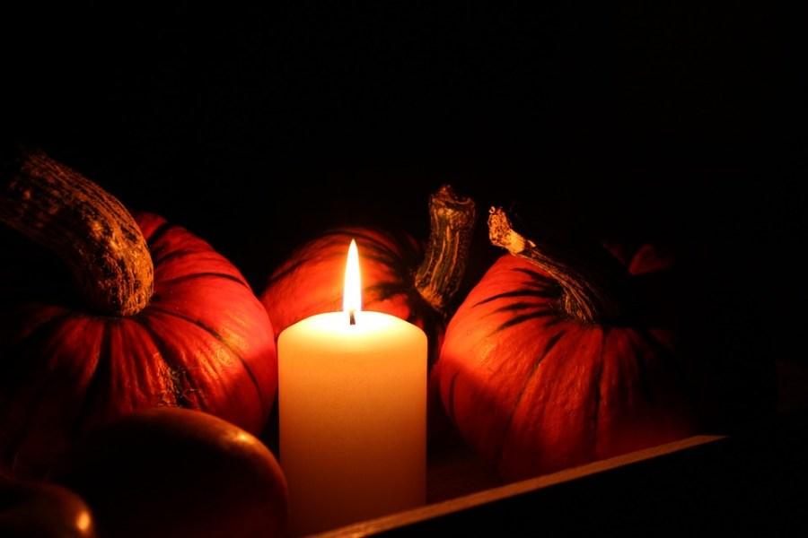 Decoración de Halloween ecológico y natural, velas y calabazas