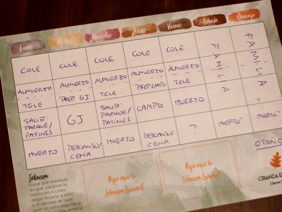 Foto de planner semanal que te ayuda a incluir el ritmo en la crianza