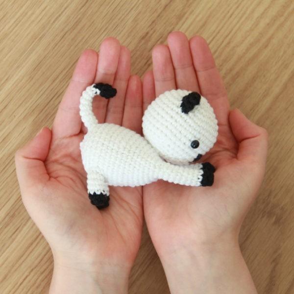 Free Playing Cats Crochet Amigurumi Patter