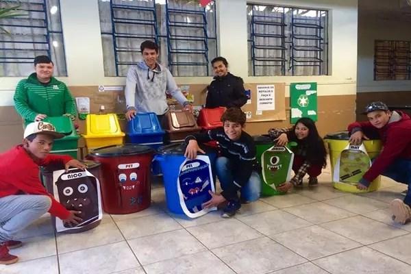 Turma dos anima lixo  Criativos da Escola