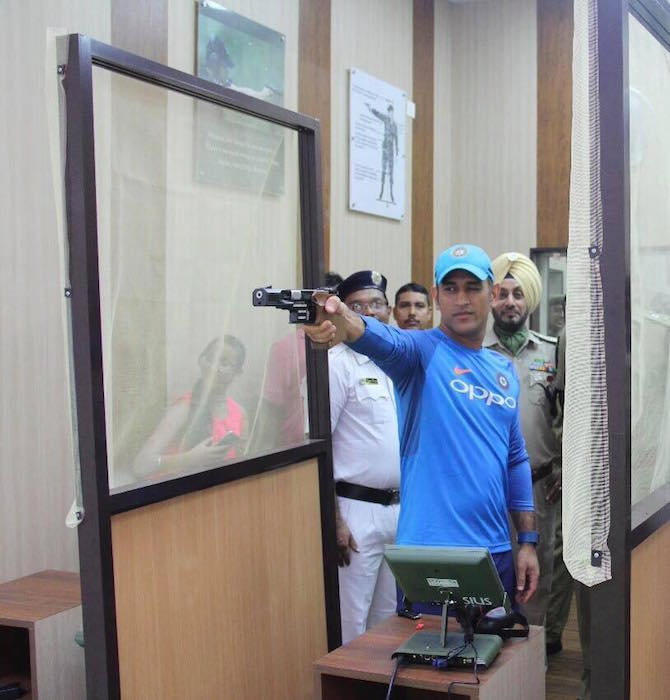 MS Dhoni shooting